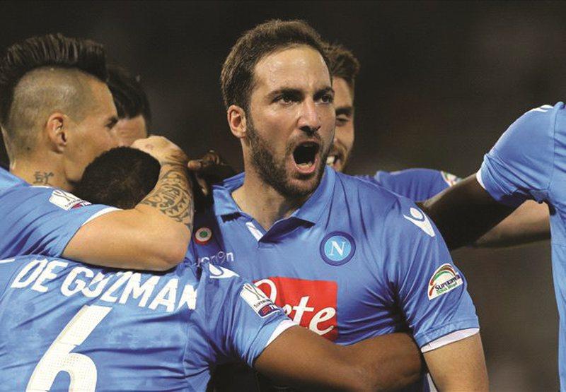 Napoli thyen Juventusin në Superkupën e Italisë, vendosën