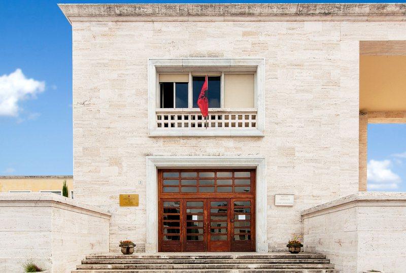 Gjuhëtarët japin alarmin: Shteti ka braktisur gjuhën shqipe,