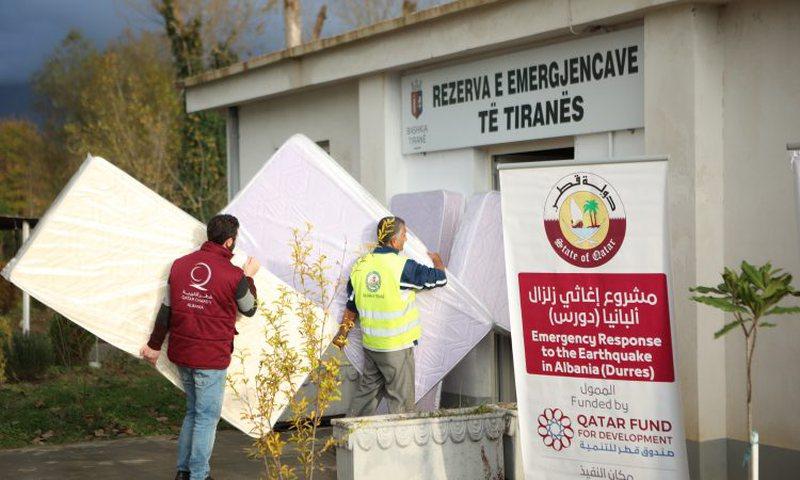 Katari dhuron 8 kamionë me ndihma për të prekurit nga