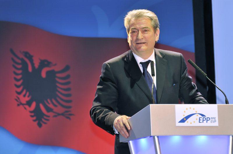 """""""Demokracia shqiptare sot është më në rrezik se"""