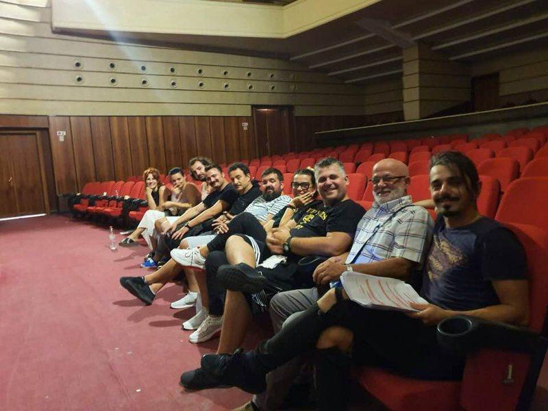 """Komedia """"Revizori"""" premierë në skenën e teatrit,"""