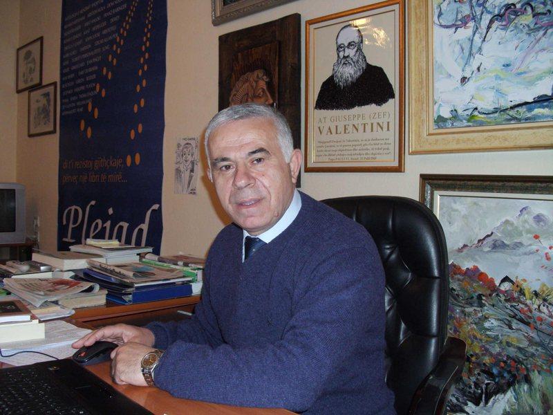 "Studiuesi Ndriçim Kulla sjell librin ""Historia e Mendimit"