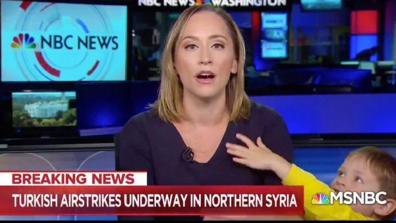U përpoq të rifillojë transmetimin e lajmit, gazetares i ndodh e