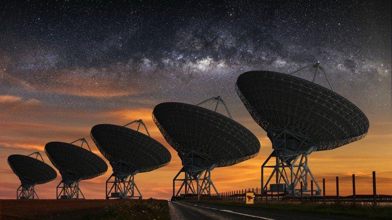 Hapësira/ Sinjale të forta teleskopike radio habisin