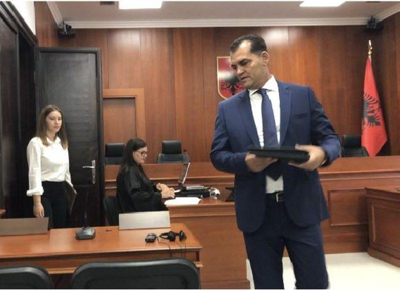 Shkarkimi i Besnik Muçit, ish ministri i Berishës bën reagimin