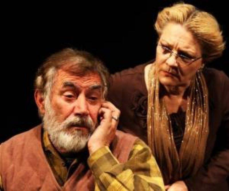 """Shfaqja """"Doktor Shuster"""", në skenën e teatrit të"""