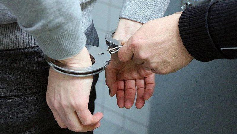 Kërcënoi policët dhe përmbaruesit , fundoset