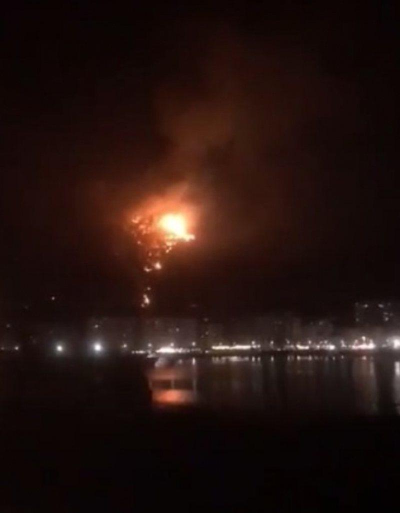 Alarmante/ Vatra e zjarrit në Shëngjin i afrohet banesave, nisen me