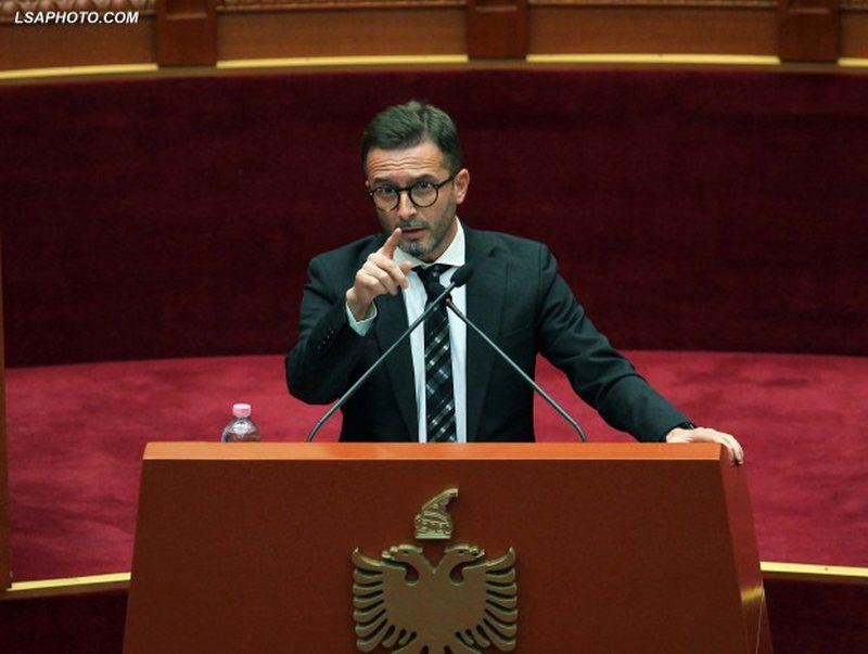 Tensione në Kuvend, ndërpritet seanca plenare/ Gjoni përplaset me