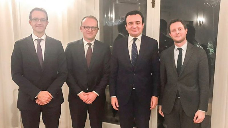 Kurti takon tre këshilltarë të Presidentit Macron në Paris