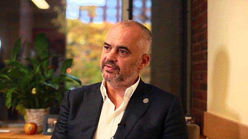 Kriza politike në Shqipëri/ Ish-deputeti del me bindje të