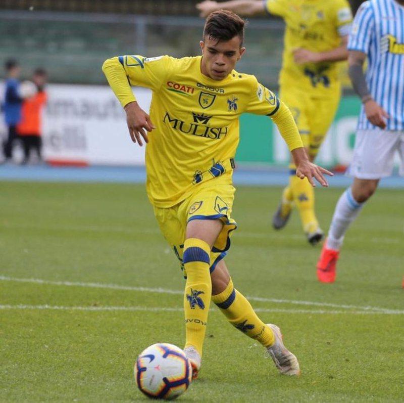 E bujshme! Mbrojtësi i talentuar shqiptar transferohet tek klubi i madh