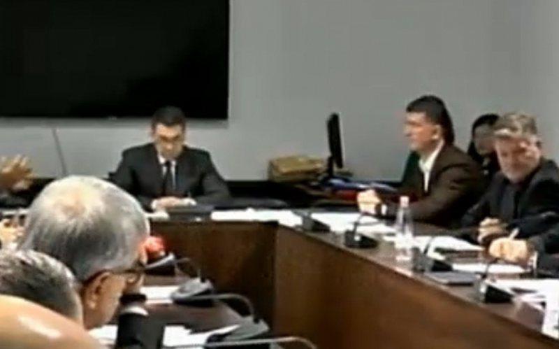 Plas sherri në Komisionin e Ekonomisë, Roshi përplaset keq me
