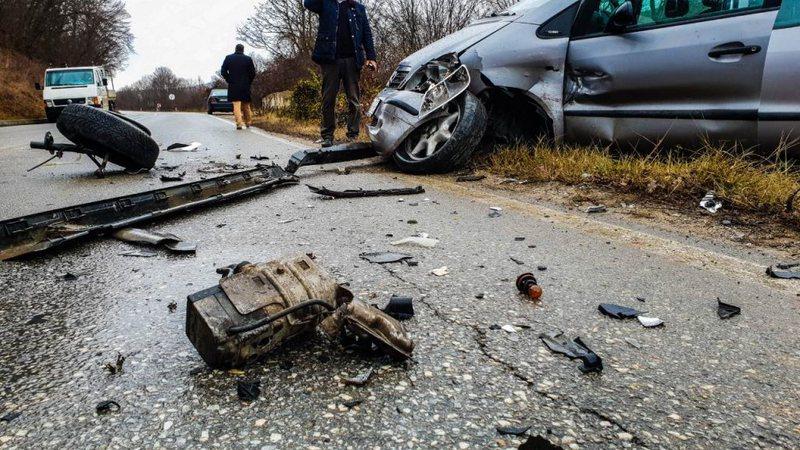 Përplasen tre makina në Elbasan, në gjendje të