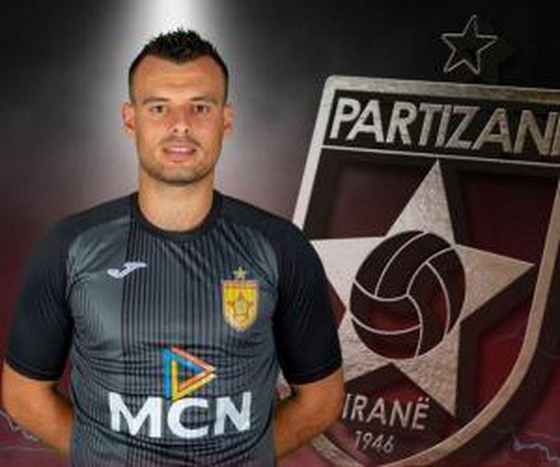 Rrëzimi i portierit nga kati i gjashtë i pallatit, Partizani jep