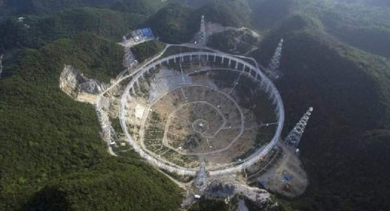 Tre miliardë vjet dritë larg nga toka, zbulohen sinjalet