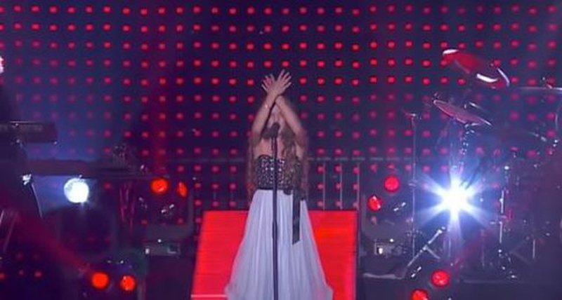 Po këndonte live në mes të Parisit, 13-vjeçarja shqiptare