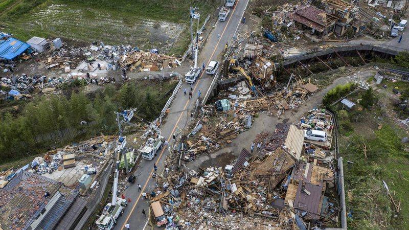 Japonia pret të tjera stuhi pasi tajfuni që vrau të paktën