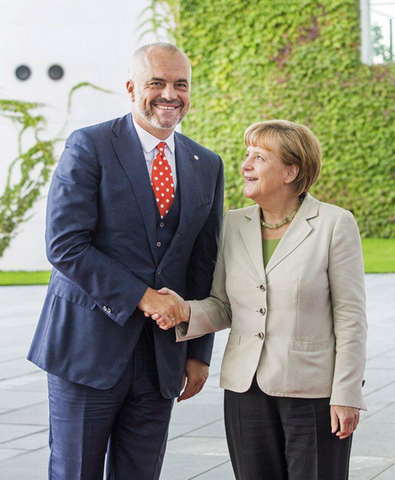 """Si e fitoi Rama zemrën e Merkelit? Njihet si """"shpëtimtari"""""""