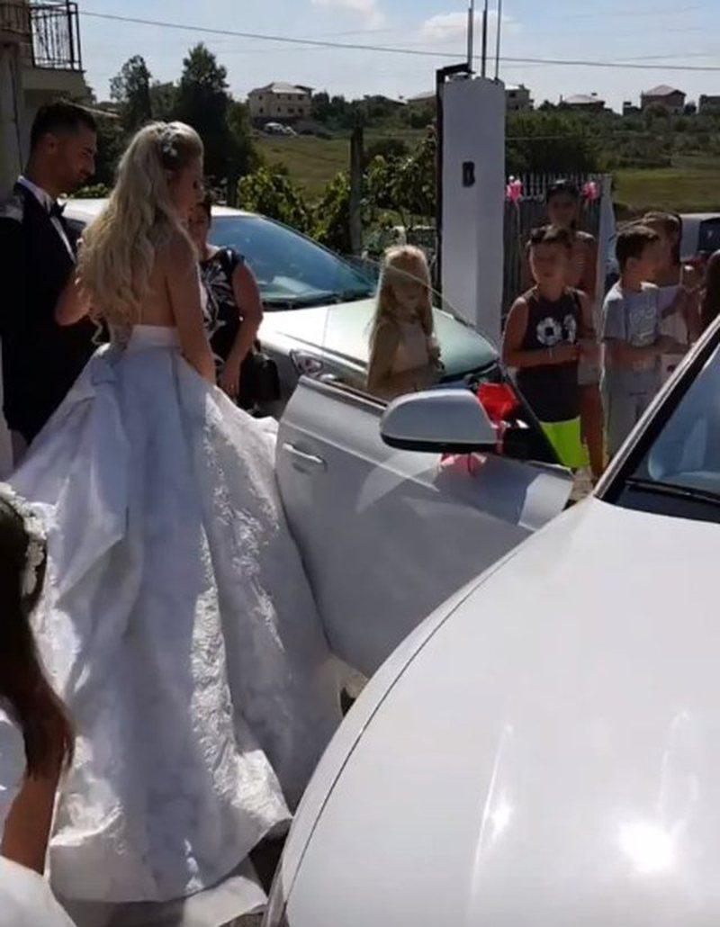 Erik Lloshi sonte i jep fund beqarisë, dalin momentet pikante nga dasma