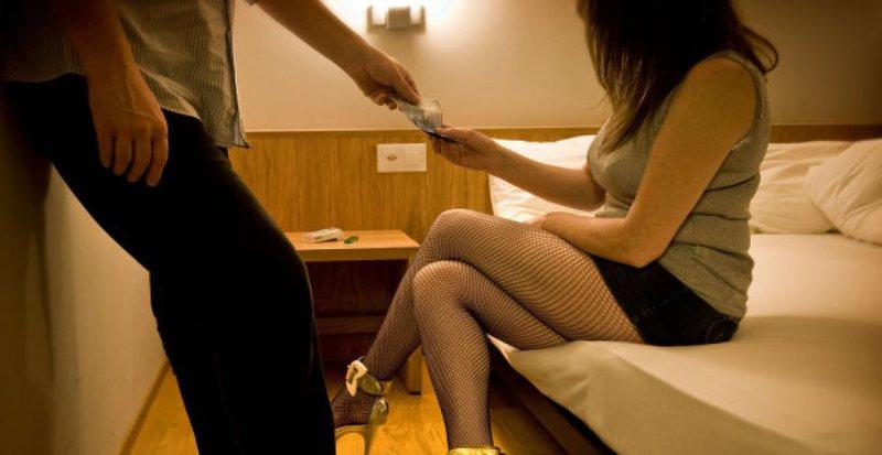 """""""Bëja prostitutën ditë e natë""""/ E trafikuara"""