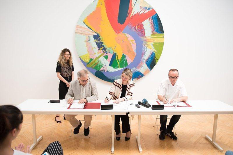Studentët e arteve, praktika në Galerinë e Arteve