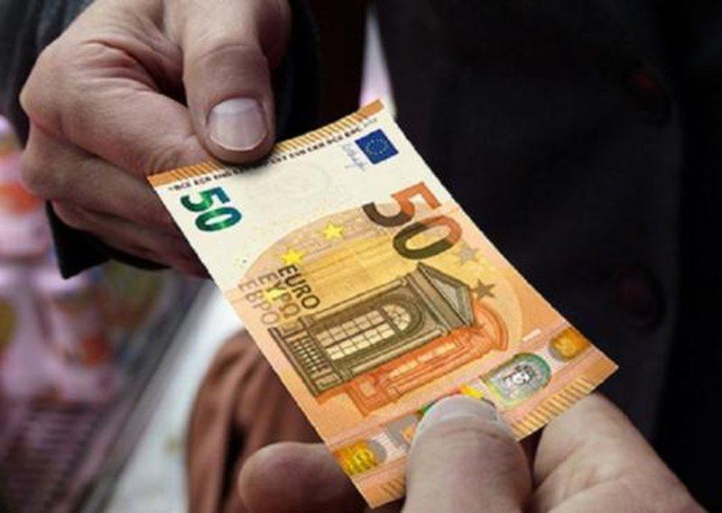 Shikoni me sa këmbehet sot euro, dollari dhe paundi britanik