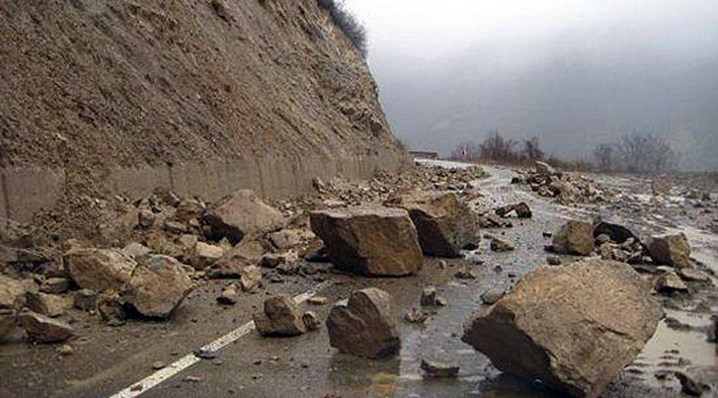 Reshjet e shiut 'bëjnë namin' në vend/ Bllokohen