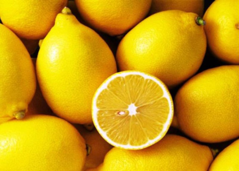 Zbuloni përfitimet shëndetësore që vijnë nga limon i