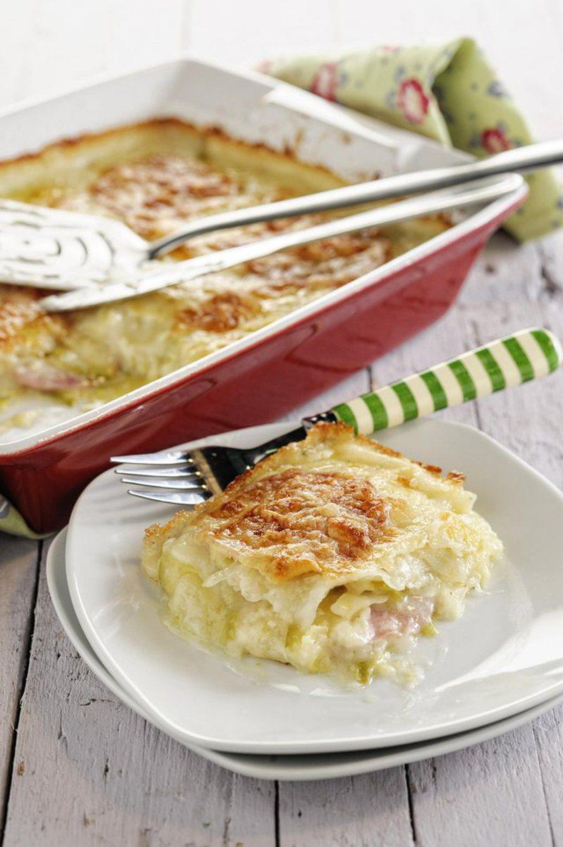 Për drekë, tavë me patate, kunguj dhe beshamel të lehtë