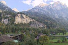 Një fshat zviceran e ka gjet belaja, duhet të evakuohet, pranë