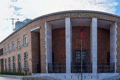Banka e Shqipërisë bën sqarim mbi ngrirjen e kredive për