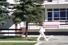 Një fshat i tërë në karantinë nga koronavirusi, policia