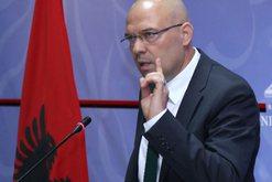 Çfarë po paralajmëron ish-ministri? Manjani flet për