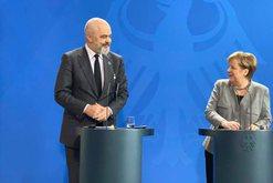 """Merkel pret Ramën dhe u jep """"shuplakë"""" armiqve të"""