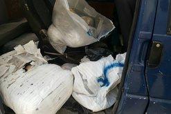 Policia e 'kap mat' me drogë, shqiptari tenton të