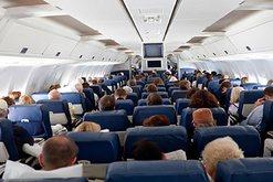 Përse fiken dritat e avionit gjatë ngritjes dhe uljes? Ja cila
