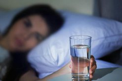 A pini mjaftueshëm ujë? Ja se ç'ndodh nëse trupi nuk