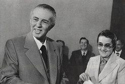 CIA zbërthen ndikimin që kishte Nexhmija te Enver Hoxha, roli i saj