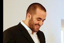 Greg Rama shfaqet nën shoqërinë e djalit të Hashim