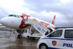 Shkatërrohet rrjeti i rrezikshëm në Rinas, arrestohet