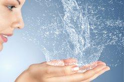 Sa ujë duhet pirë në ditë? Po gjatë dietave? Tani vjen