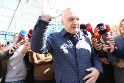Presidenti Ilir Meta zbret në shesh në 2 Mars, por ja