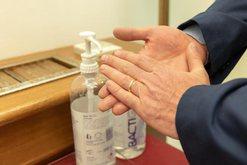 Nuk gjetët në farmaci xhel dezinfektues për duart? Ja si ta