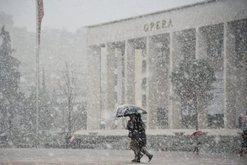 Moti vazhdon të na surprizojë, fillon bora në disa qytete të