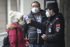 Ulet ritmi i të infektuarve me koronavirus në Kinë, por rritet