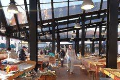 Bashkia e Tiranës nis fuqishëm punën, dezinfekton tregjet