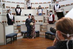 Dasma në kohën e koronavirusit! 2 mjekët martohen në spital,