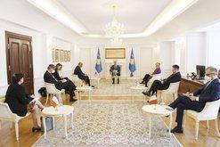 Reagon Thaçi pas takimit me ambasadorët: Ja çfarë do