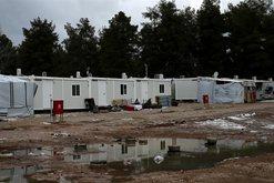 Një refugjate në Greqi ngre shqetësimin, bëhet e para